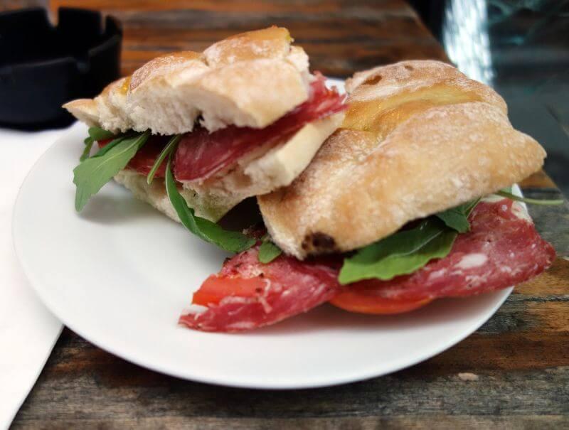 Un sandwich toscan.