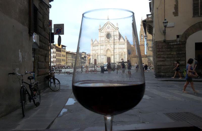 Un verre de vin à Florence.