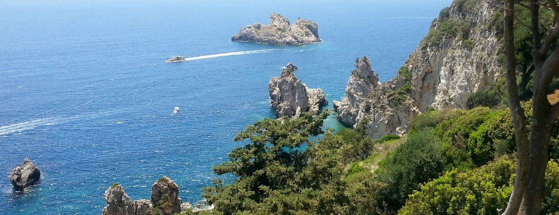 Falaises côtières à Corfou.