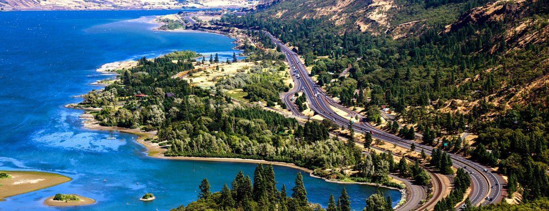 Vue aérienne d'une autoroute aux USA.