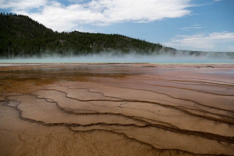 Lac volcanique dans le parc national de Yellowstone.