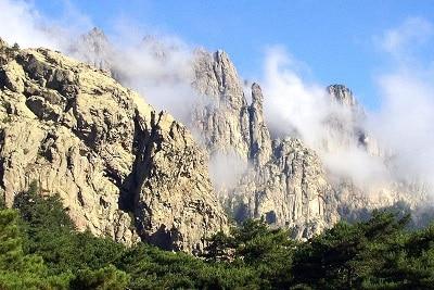 Vue des aiguilles de Bavella en Corse du Sud.