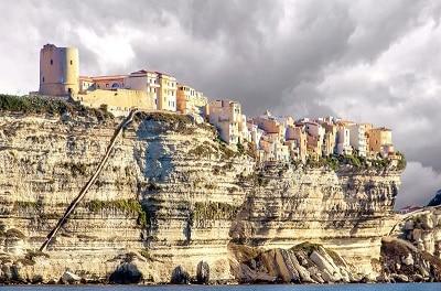 Vue de Bonifacion en Corse du Sud.
