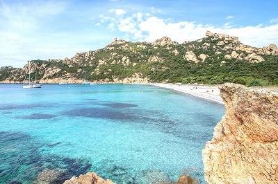 Vue de la plage de Roccapina en Corse du Sud.