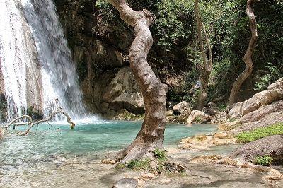 Vue d'une cascade en Grèce.