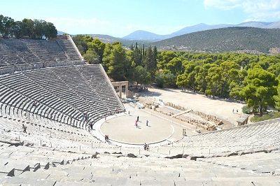 Vue des gradins d'un théâtre grec.