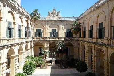 Cour d'un palais à La Valette.