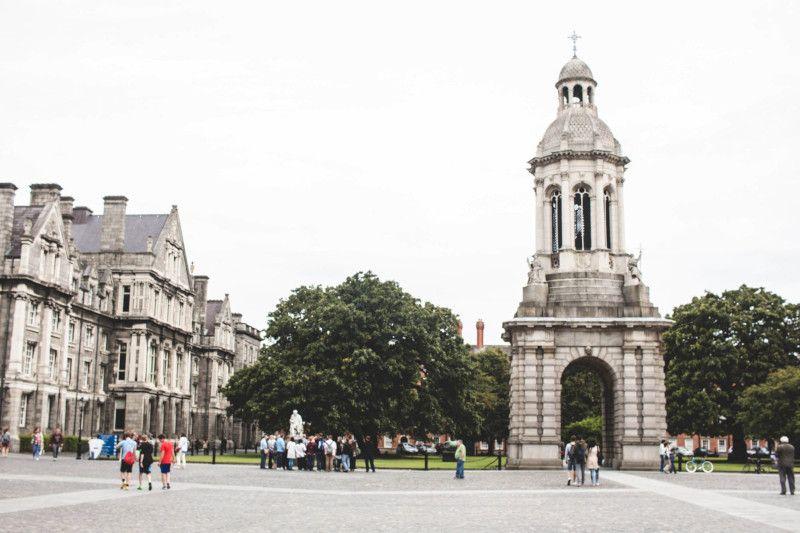 Parvis de Trinity College à Dublin.
