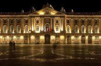 Façade du théâtre du Capitole de nuit