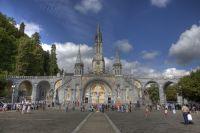 Parvis de la Basilique Notre-Dame du Rosaire