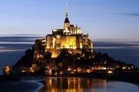 Vue de nuit du Mont Saint-Michel éclairé