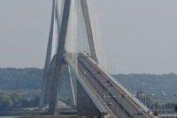 Voitures sur le Pont de Normandie