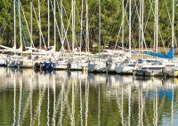 Voilier sur le lac de Carcans-Hourtin