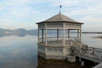Ponton sur le lac de Massociuccoli