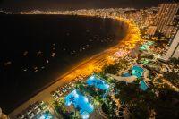 Vue aérienne d'Acapulco de nuit