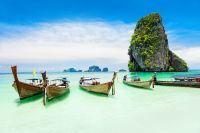 Bateaux dans les eaux paradisiaques de Phuket