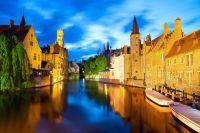 Canal dans Bruges au coucher du soleil