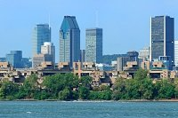 Vue sur Montréal du Fleuve Saint-Laurent
