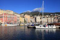 Voiliers dans le vieux port de Bastia