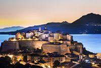 Vue de nuit sur la Citadelle de Calvi