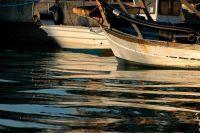 vue au niveau de l'eau sur des petits bateaux de pécheurs