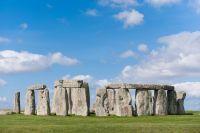Stonehenge sous un ciel bleu